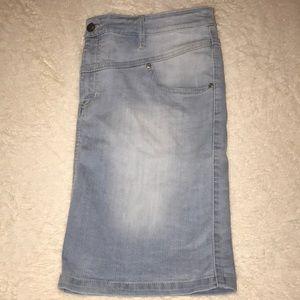 NY & Co SoHo Denim Stretch Skirt Light Wash